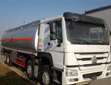 High Quality 25-30cbm Sinotruck HOWO Fuel Tank Truck