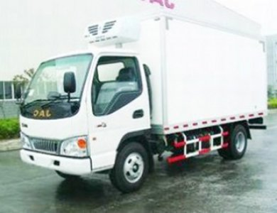 4x2 4 ton Diesel Freezer Truck Cooling Truck