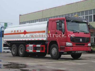 Sinotruck HOWO 6X6 Full Drive 20000L Capacity Fuel Tank Truck