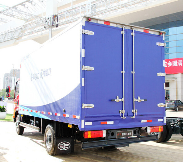 FAW 4x2 130HP Refrigerator Truck for Frozen Food Transportation
